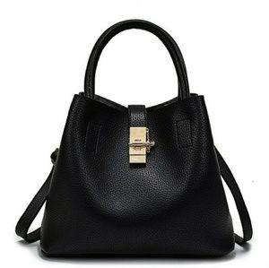 Handbags - *NEW* Beautiful Black Gold Locket bag
